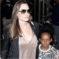 Анджелина Джоли, грудь