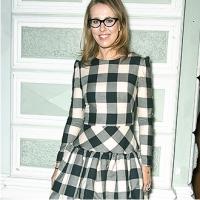 ксения собчак в платье в клетку в очках улыбается тренд сезона 2014 года