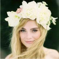 модные аксессуары, цветы в волосах