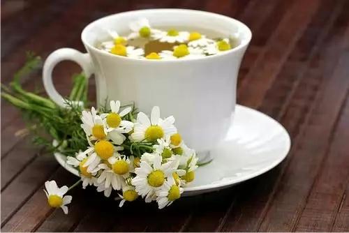 Ромашка и зеленый чай