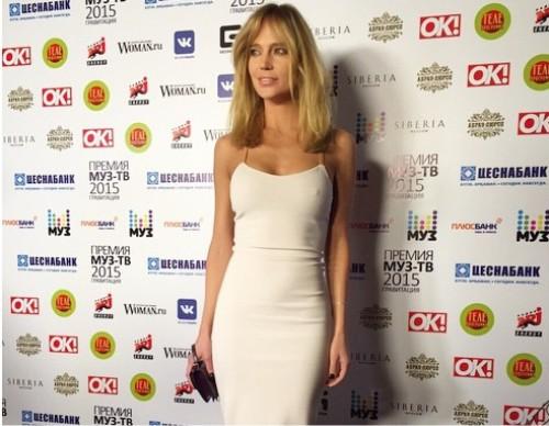 Фото глюкозы в белом платье