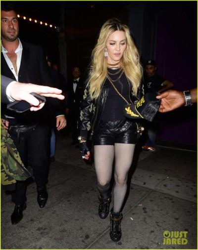 Мадонна Вышла В Свет Без Юбки