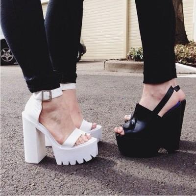 Белую обувь стилисты используют традиционно для создания классического 7ec14692825c7