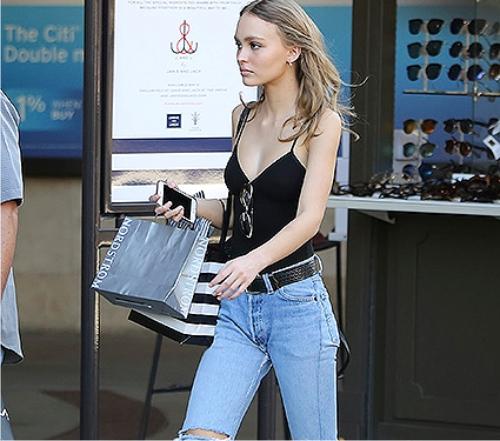 c0801a26cb3a Лили-Роуз Депп отправилась на шопинг в стильном наряде - Женский ...